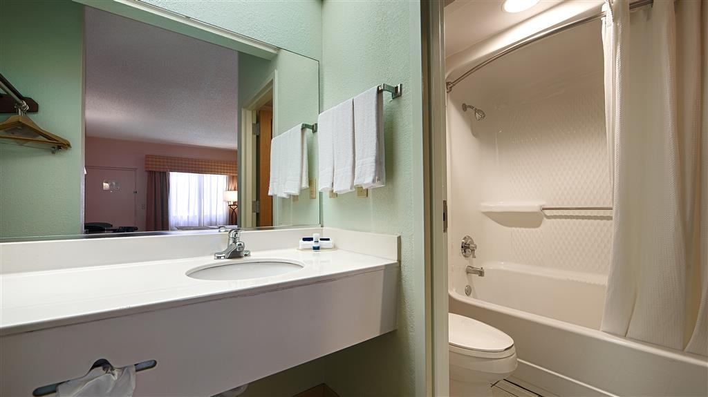 Best Western Lake Okeechobee - All guest bathrooms have a large vanity with plenty of room to unpack the necessities.