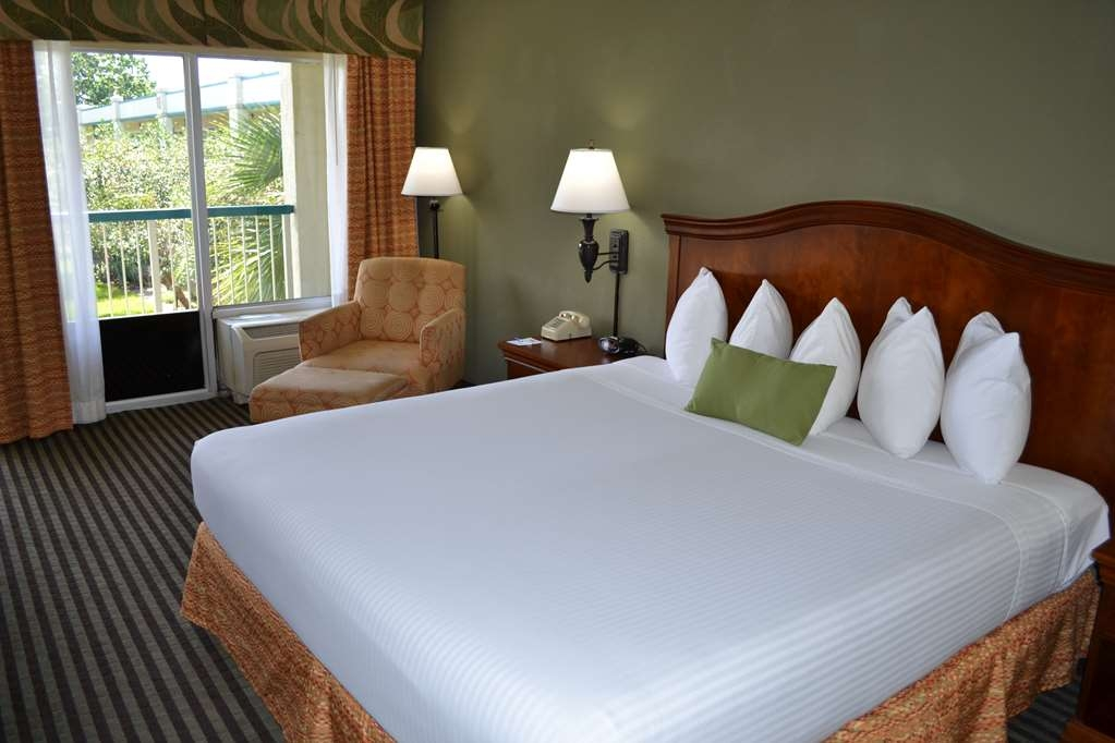 Best Western Downtown Stuart - Sleep the night away in our King guest room.
