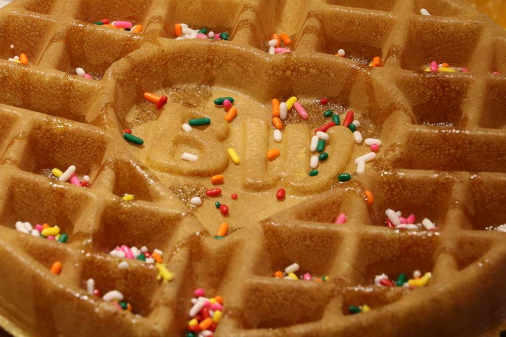 Best Western Downtown Stuart - Customize your Belgian waffles or hot cakes with a selection of toppings like whipped cream, chocolate morsels, Craisans, brown sugar or sprkinles.
