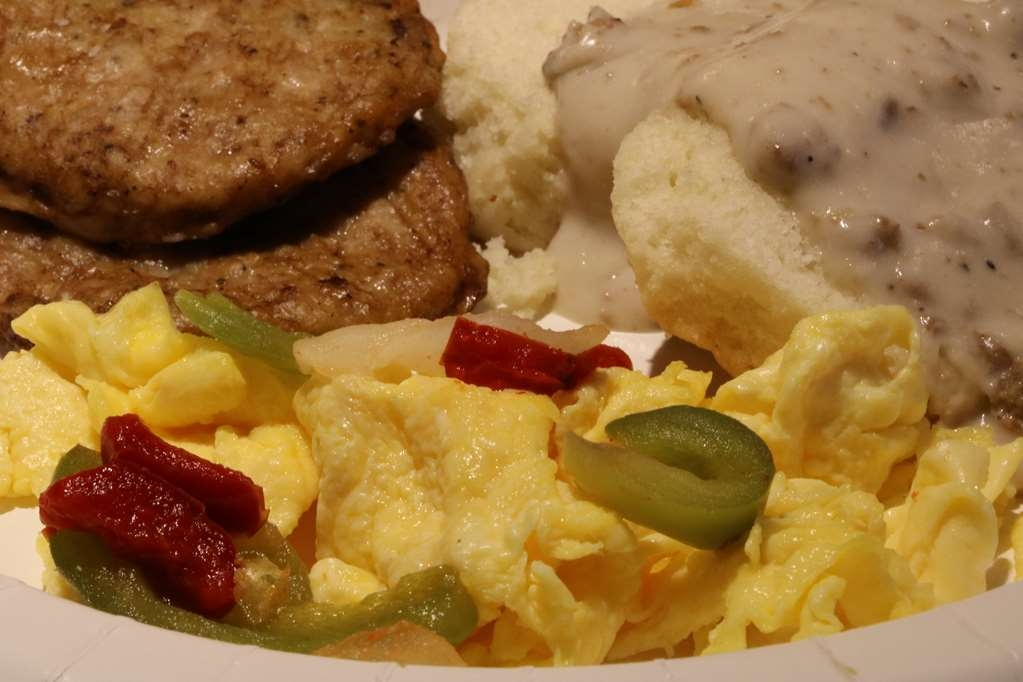Best Western Downtown Stuart - The inclusive breakfast features homestyle favorites, like fresh scrambled eggs, sausage patties and biscuits and gravy.