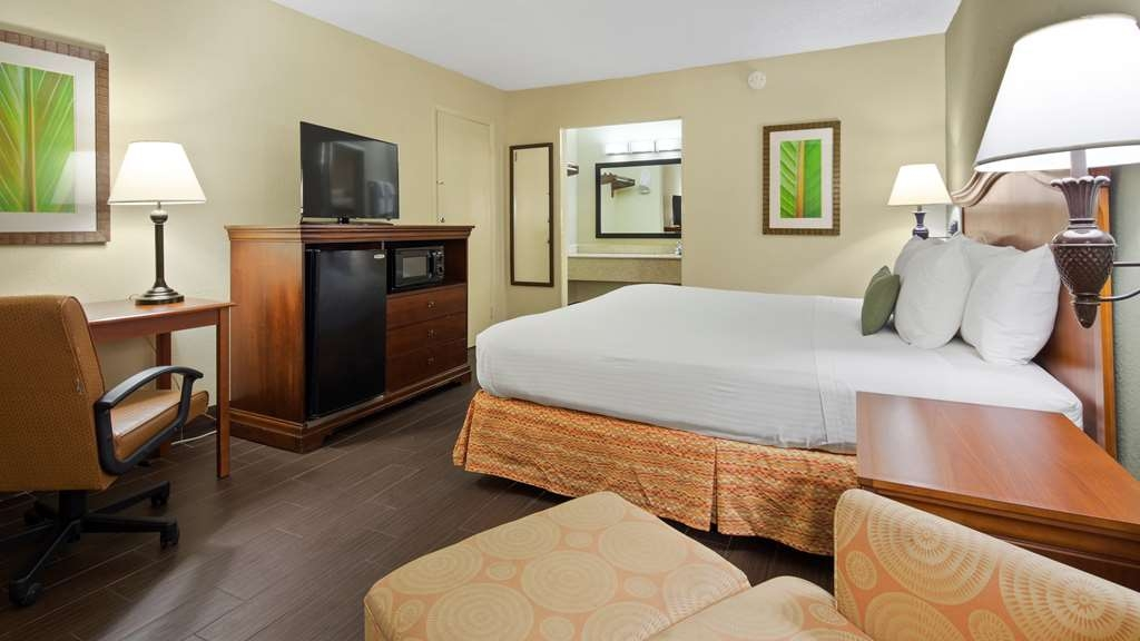 Best Western Downtown Stuart - Our rooms our handsomely appointed with convenient amenities and modern décor.