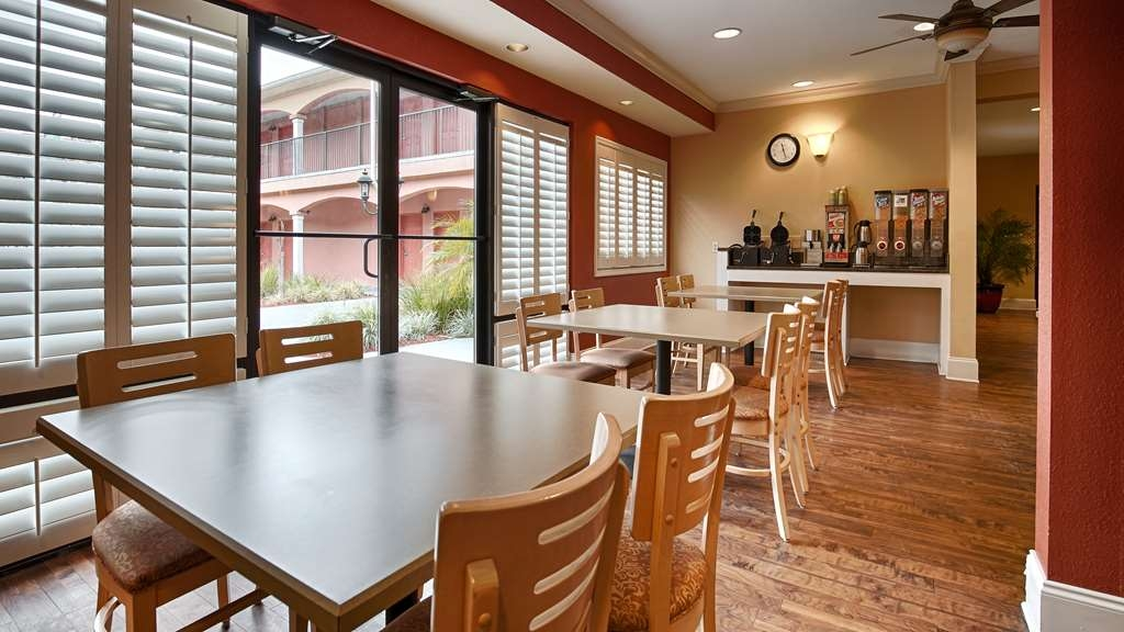 Best Western Wakulla Inn & Suites - Sit down and enjoy the morning news while sipping a delicious cup of coffee.