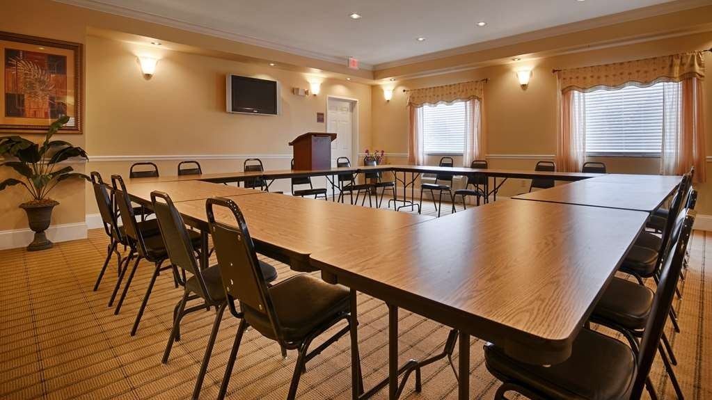 Best Western Wakulla Inn & Suites - Need to schedule a meeting for business? We have space available for you and your clients