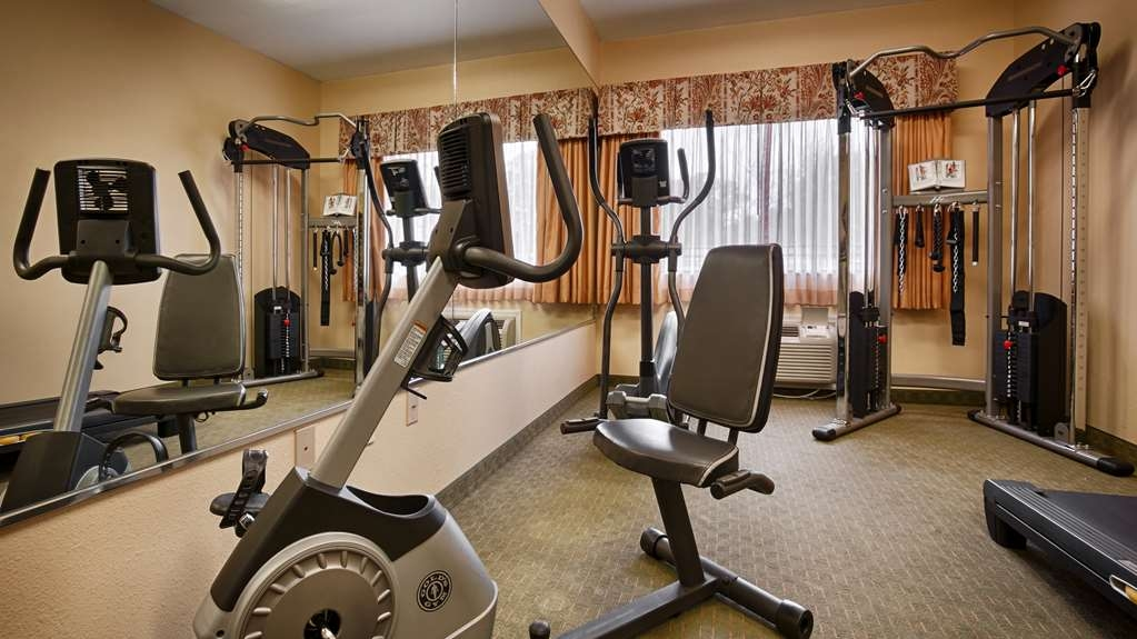 Best Western Wakulla Inn & Suites - Maintain your fitness routine during your stay with us in our fitness center.
