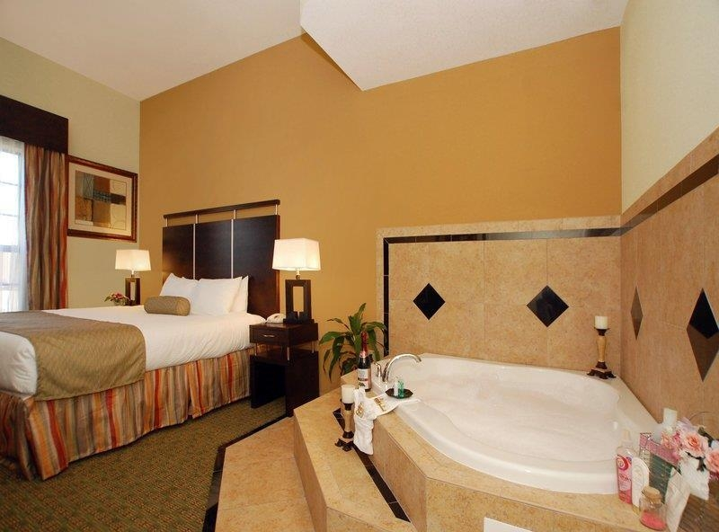 Best Western Plus Bradenton Gateway Hotel - Suite mit Whirlpool