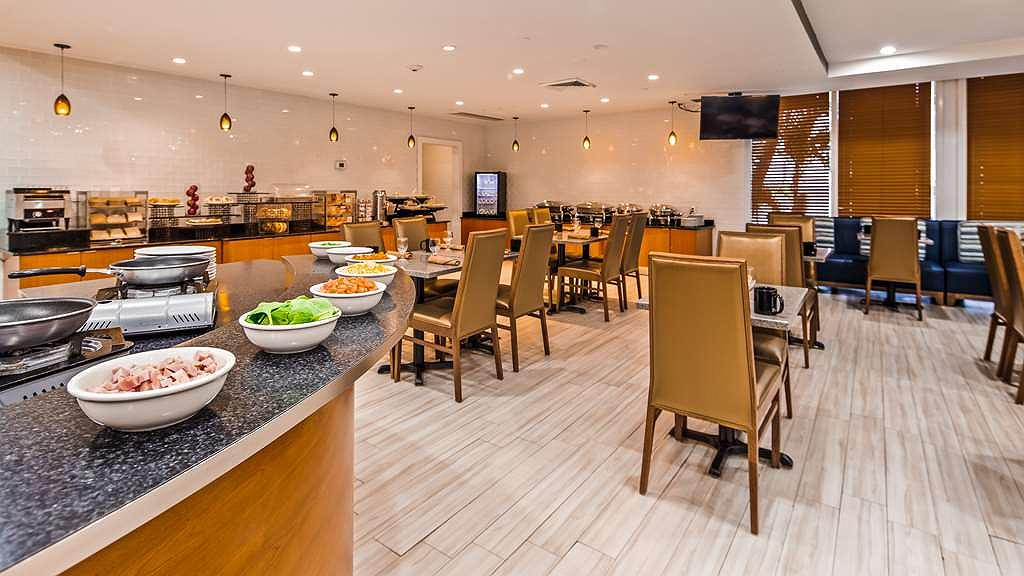 Hotel in Miami | Best Western Plus Atlantic Beach Resort