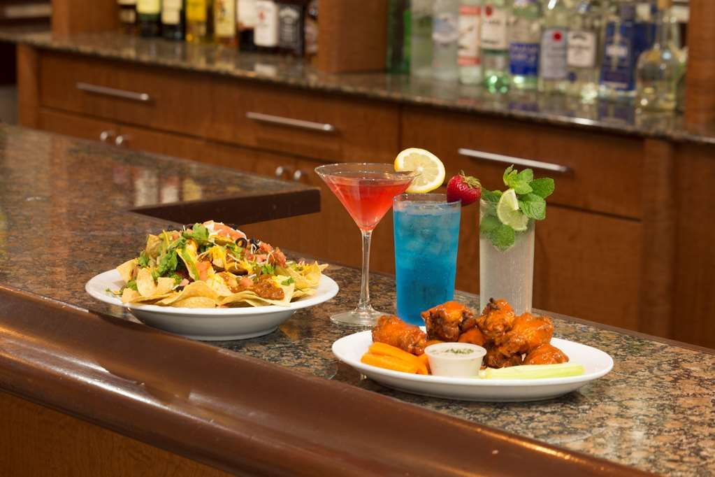 Best Western Plus Atlantic Beach Resort - Bar/Lounge