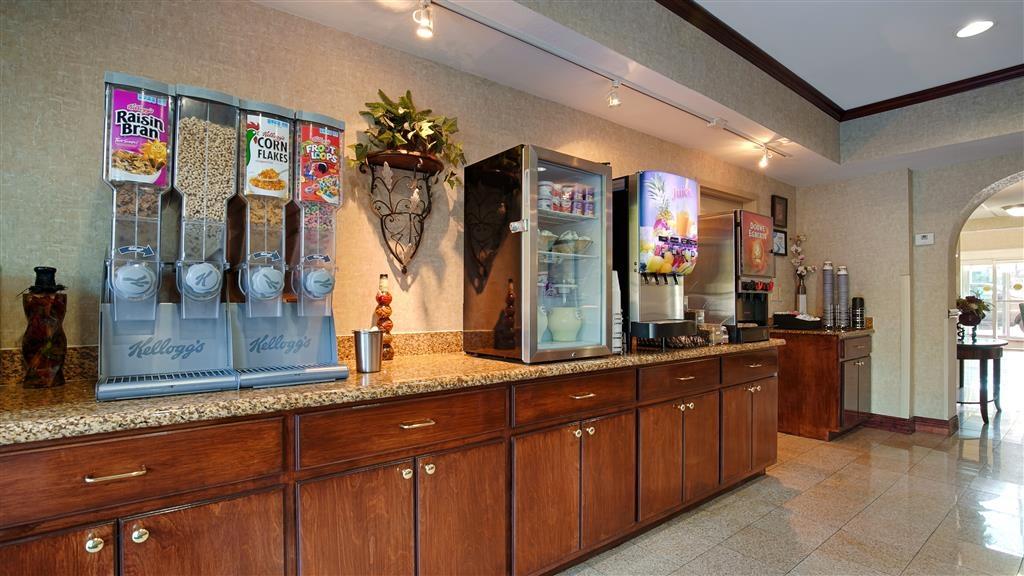 Best Western Plus Blue Angel Inn - Profitez de notre petit déjeuner, où plusieurs plats sont servis pour satisfaire votre appétit.