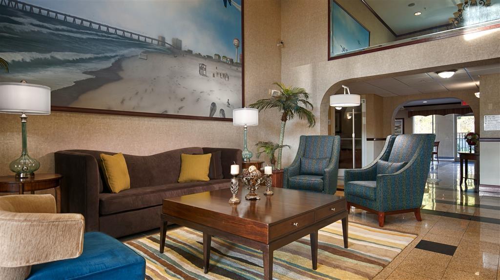 Best Western Plus Blue Angel Inn - Venez vous installer dans notre hall de réception pour rencontrer les autres clients ou retrouver les membres de votre groupe.