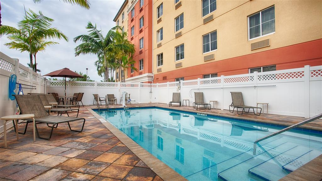 Best Western Plus Fort Lauderdale Airport South Inn & Suites - Vue de la piscine