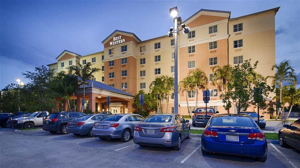 Best Western Plus Fort Lauderdale Airport South Inn & Suites - Façade