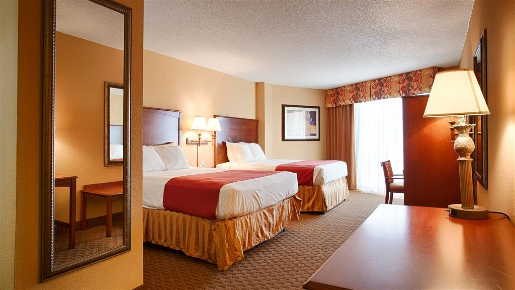 Best Western Castillo Del Sol - Relax after a long day of travel in our two queen room.