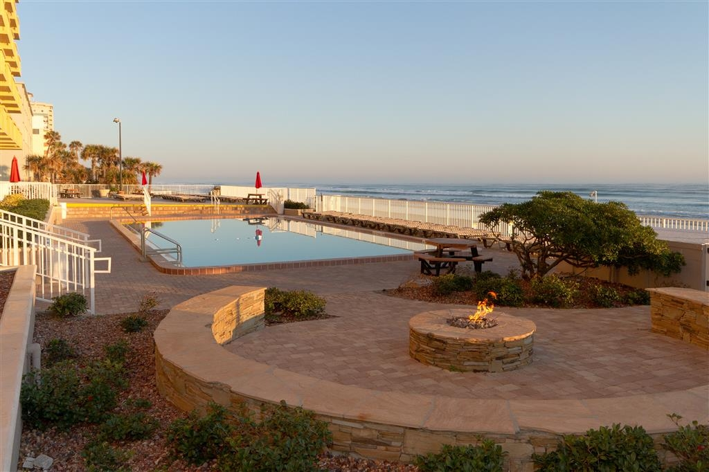 Best Western Castillo Del Sol - Pool/Sundeck & Firepit Area