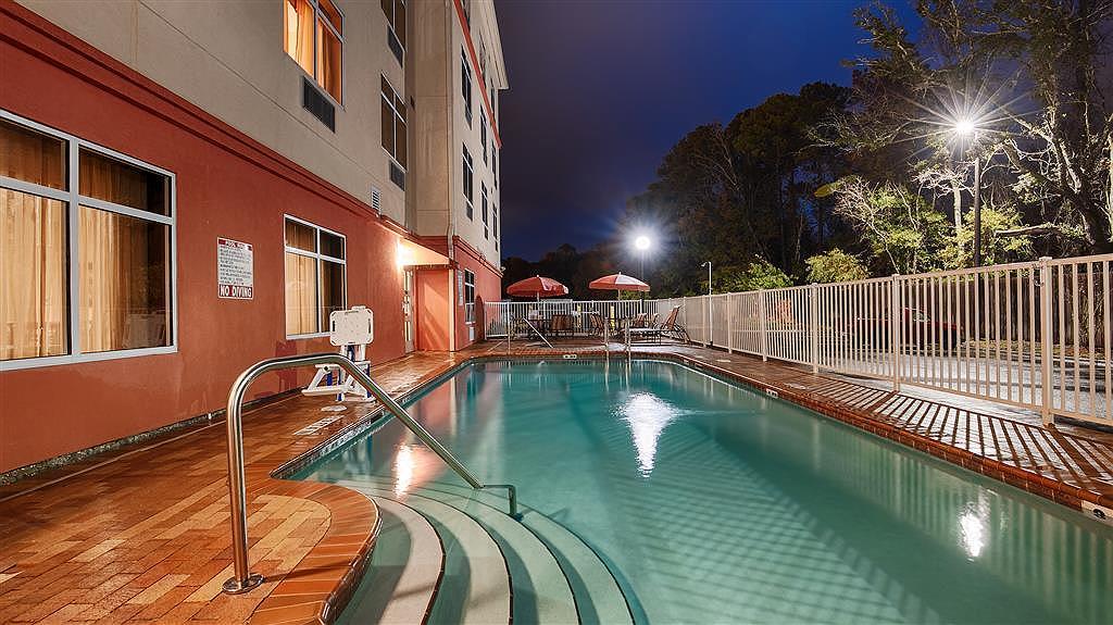 Best Western Plus Cecil Field Inn & Suites - Vista sulla piscina