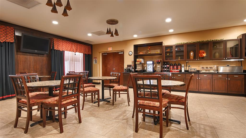 Best Western Plus Cecil Field Inn & Suites - Breakfast area
