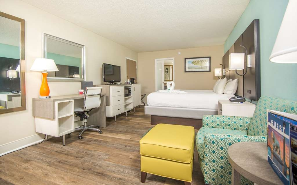 Best Western St. Augustine Beach Inn - If you're looking for a little extra space to stretch out and relax, book one of our king guest rooms.