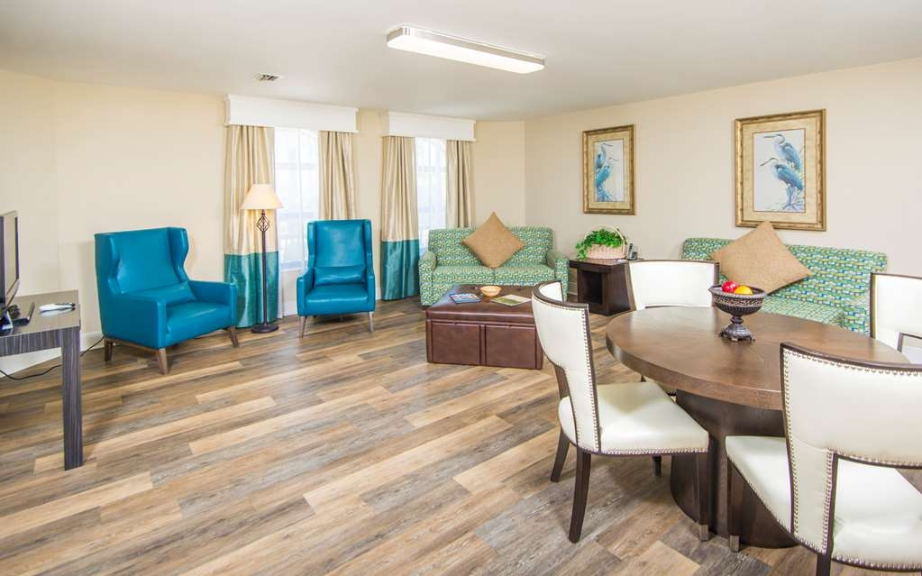 Best Western St. Augustine Beach Inn - Spacious living room of our 2 bedroom suite.