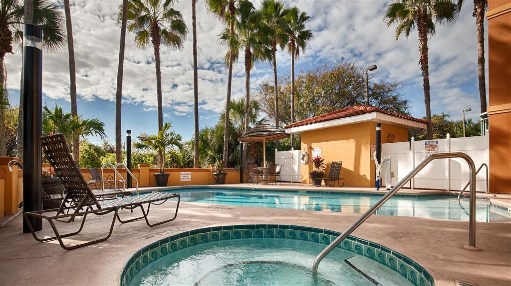 Best Western St. Augustine Beach Inn - Take a well-deserved break in our relaxing hot tub.