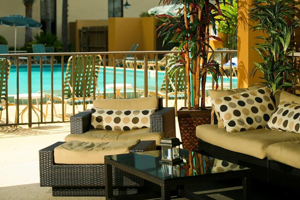 Best Western Orlando Gateway Hotel - Patio Seating