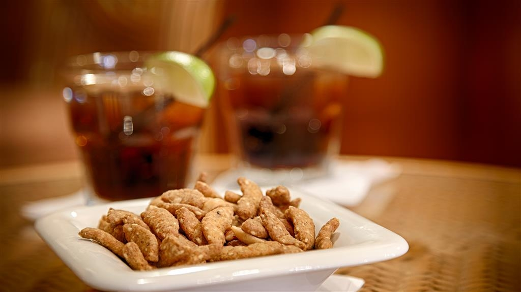 Best Western Orlando Gateway Hotel - Craving a snack or something to drink? We have you covered!