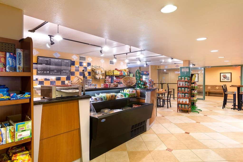 Best Western Orlando Gateway Hotel - Enjoy a late night snack or beverage at the Shades Deli located in our hotel lobby. Open daily from 7 a.m. - Midnight.