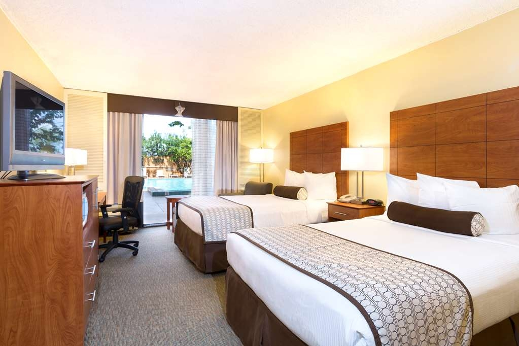 Best Western Orlando Gateway Hotel - Take advantage of our premium pool access room with two double beds!