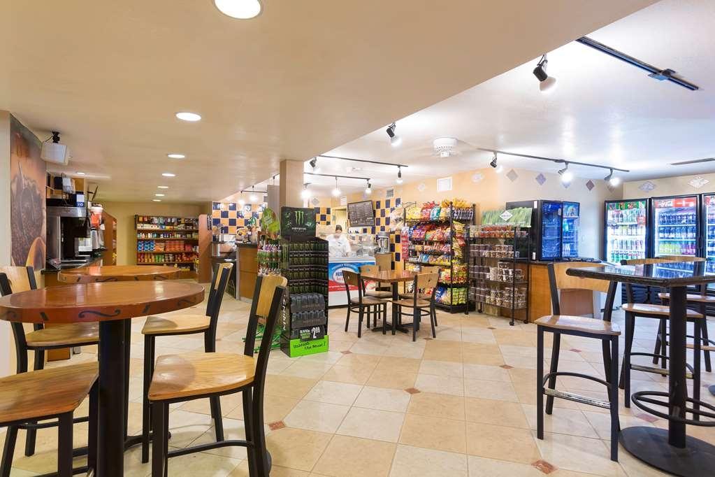 Best Western Orlando Gateway Hotel - Shades Deli open daily in our lobby.