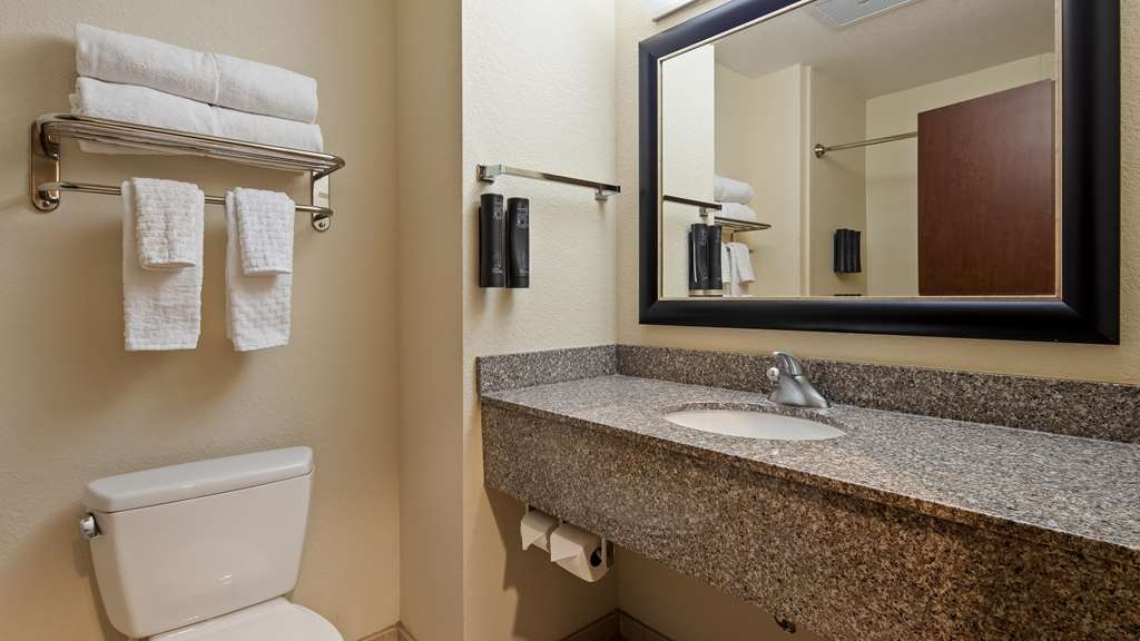 Best Western Plus Chain of Lakes Inn & Suites - Habitaciones/Alojamientos