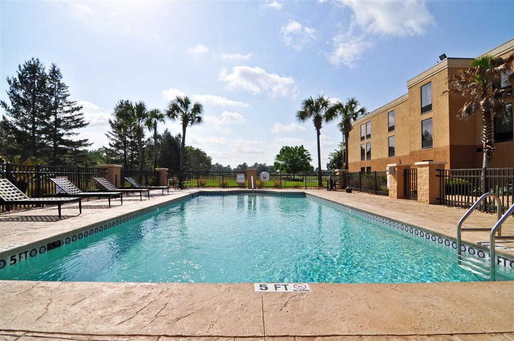 Best Western Plus Madison Inn - Swimming Pool