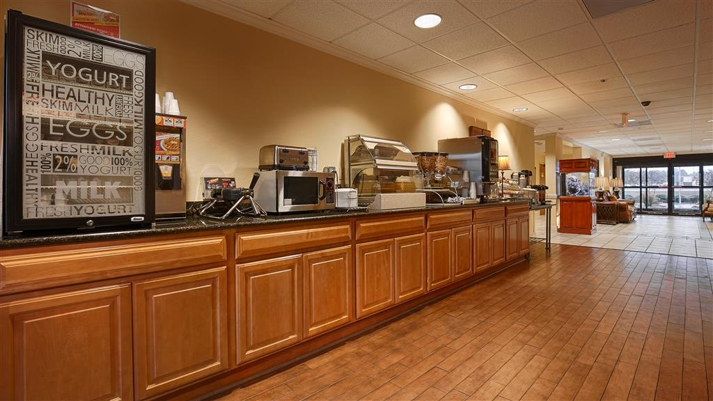 Best Western Plus Madison Inn - Complimentary Breakfast