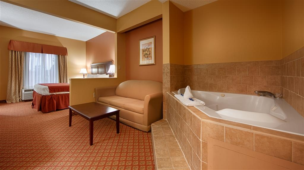 Best Western Plus Madison Inn - King Whirlpool Suite