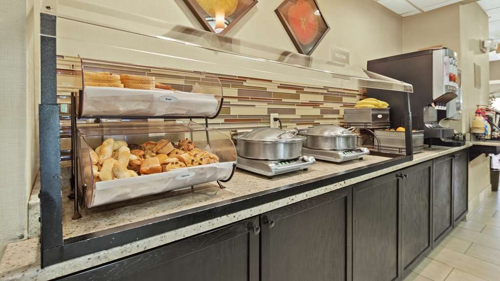 Best Western Orlando Convention Center Hotel - Complimentary breakfast buffet daily.