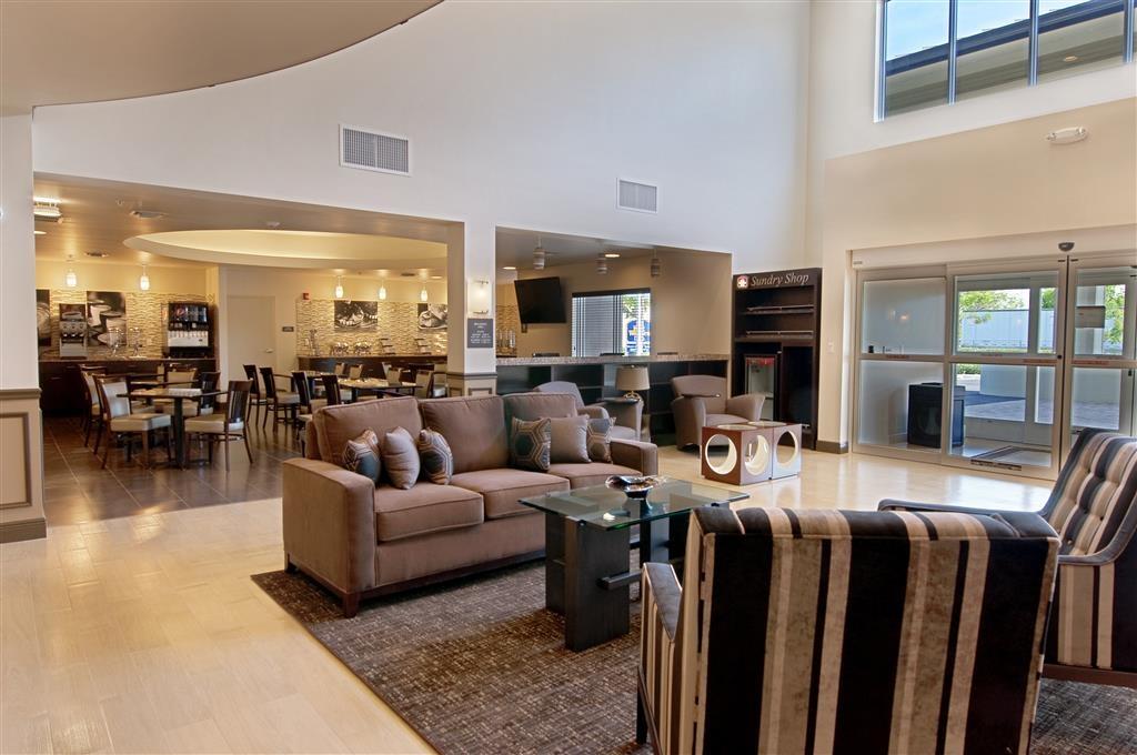 Best Western Plus Miami Airport North Hotel & Suites - Vista del vestíbulo