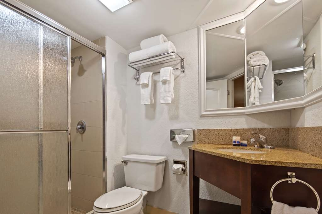 Best Western Plus Palm Beach Gardens Hotel & Suites and Conference Ct - Baño
