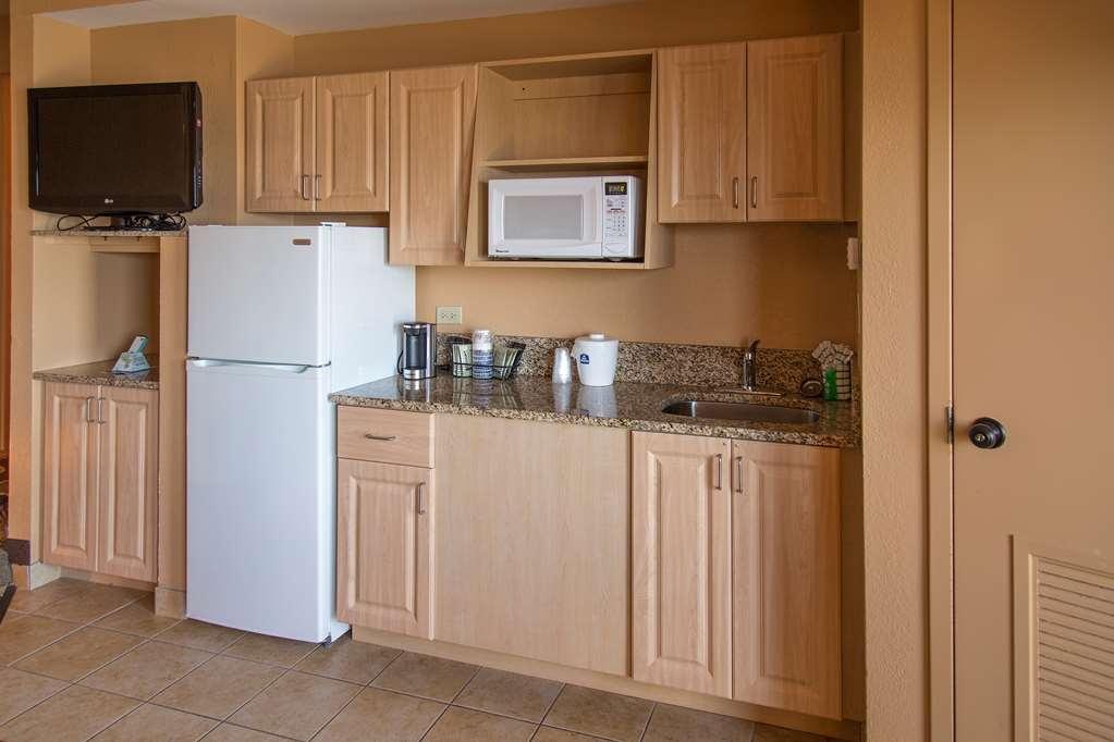 Best Western New Smyrna Beach Hotel & Suites - cuisine/kitchenette