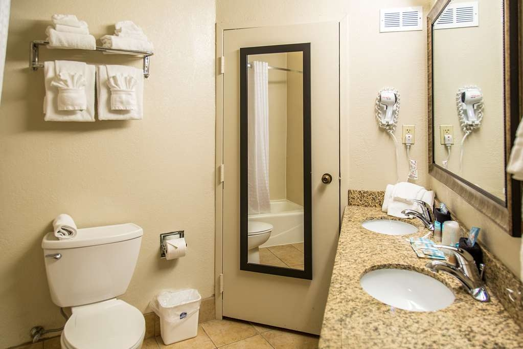 Best Western New Smyrna Beach Hotel & Suites - Badezimmer