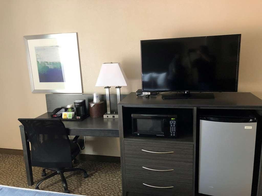 Best Western Plus Bradenton Hotel & Suites - Zimmer mit Queensize-Doppelbett
