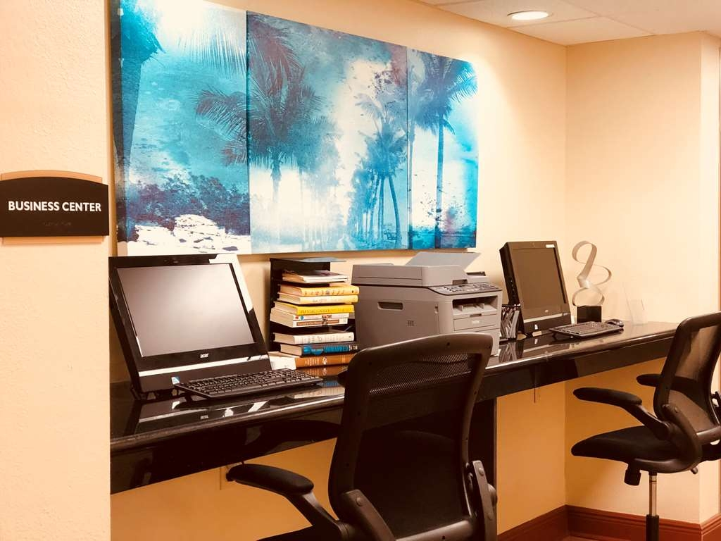 Best Western Plus Bradenton Hotel & Suites - Catch up with work in our 24-hour business center.