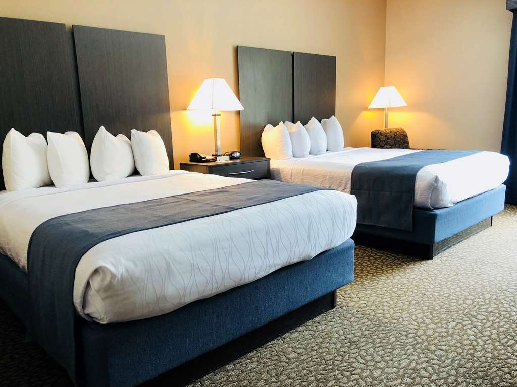 Best Western Plus Bradenton Hotel & Suites - If you're traveling with your family or group of friends, opt for our Newly Updated Double Queen Guest Room.