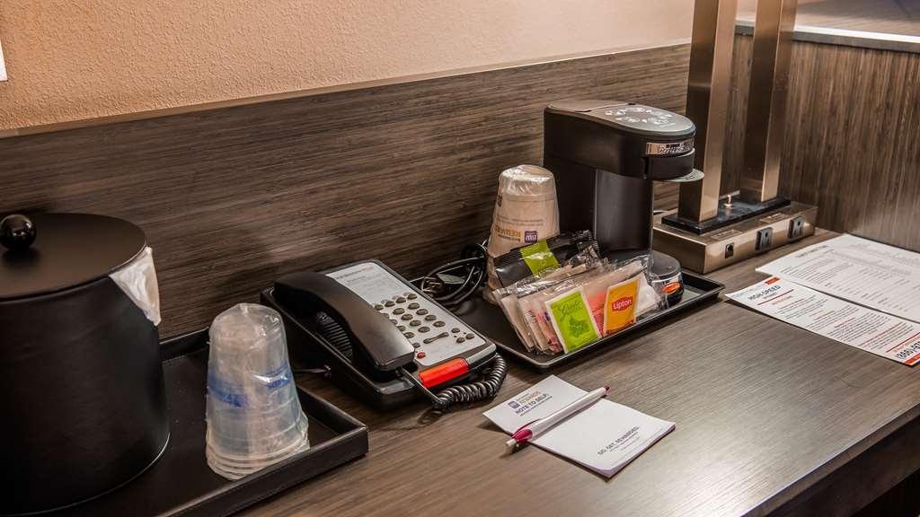 Best Western Plus Bradenton Hotel & Suites - Desk
