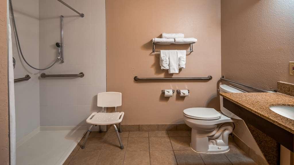 Best Western Plus Bradenton Hotel & Suites - Accessible Bathroom