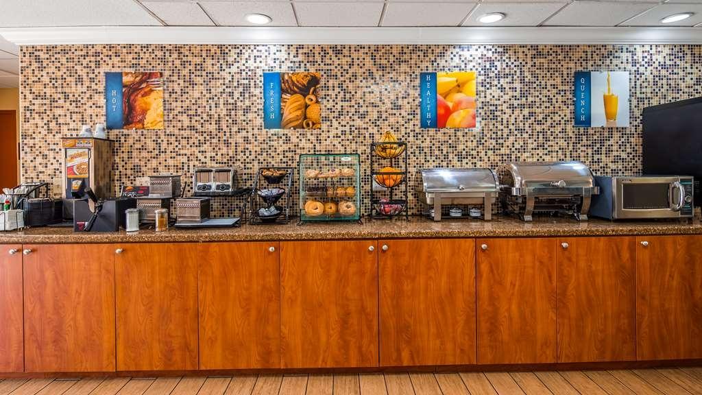 Best Western Plus Bradenton Hotel & Suites - Breakfast Room