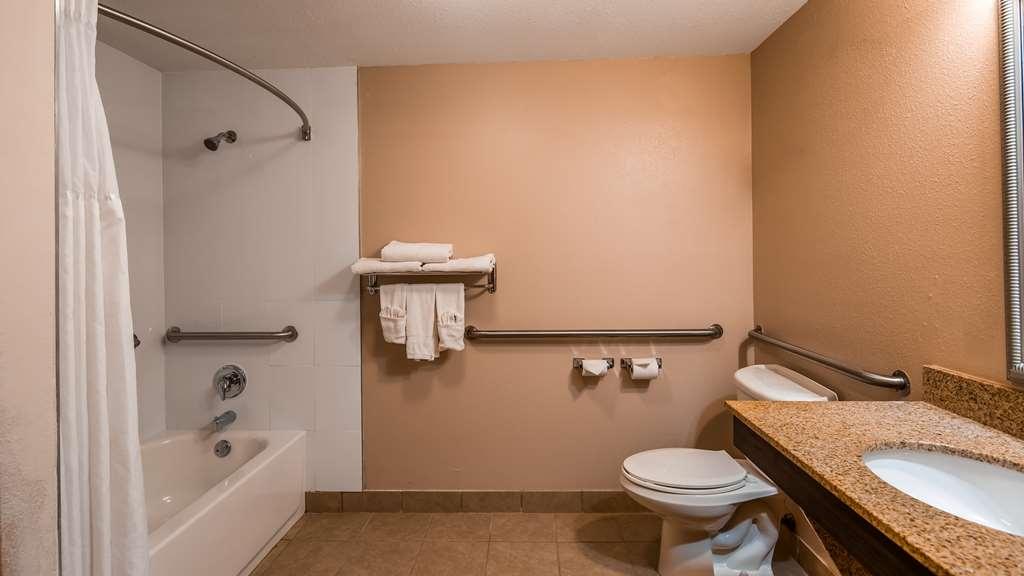 Best Western Plus Bradenton Hotel & Suites - Guest Bathroom
