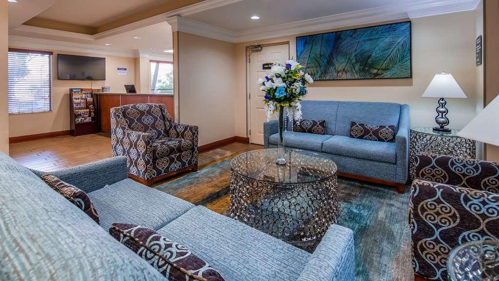 Best Western Plus Bradenton Hotel & Suites - Lobby