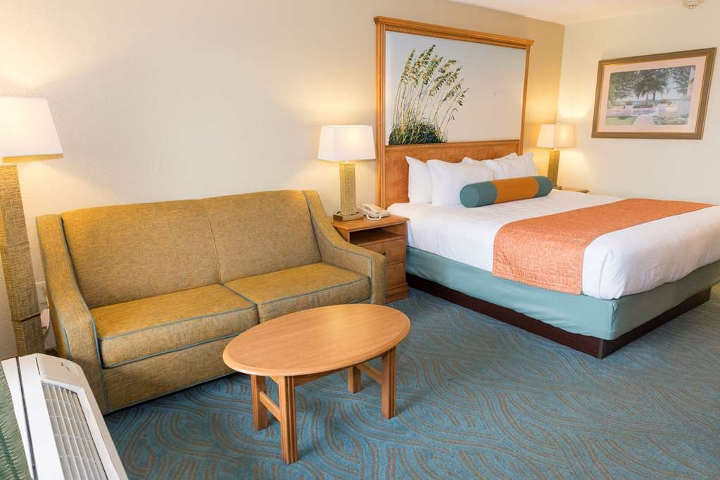 Best Western Plus Siesta Key Gateway - Camera con letto king size e divano letto