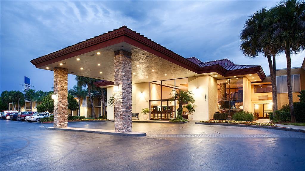 Best Western International Speedway Hotel - Vue extérieure
