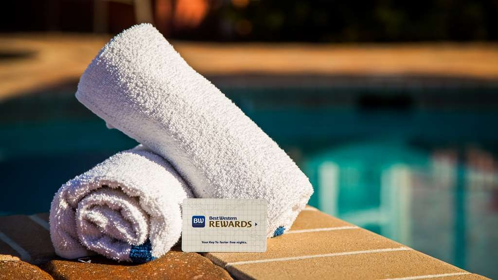 Best Western Plus First Coast Inn & Suites - Vista de la piscina