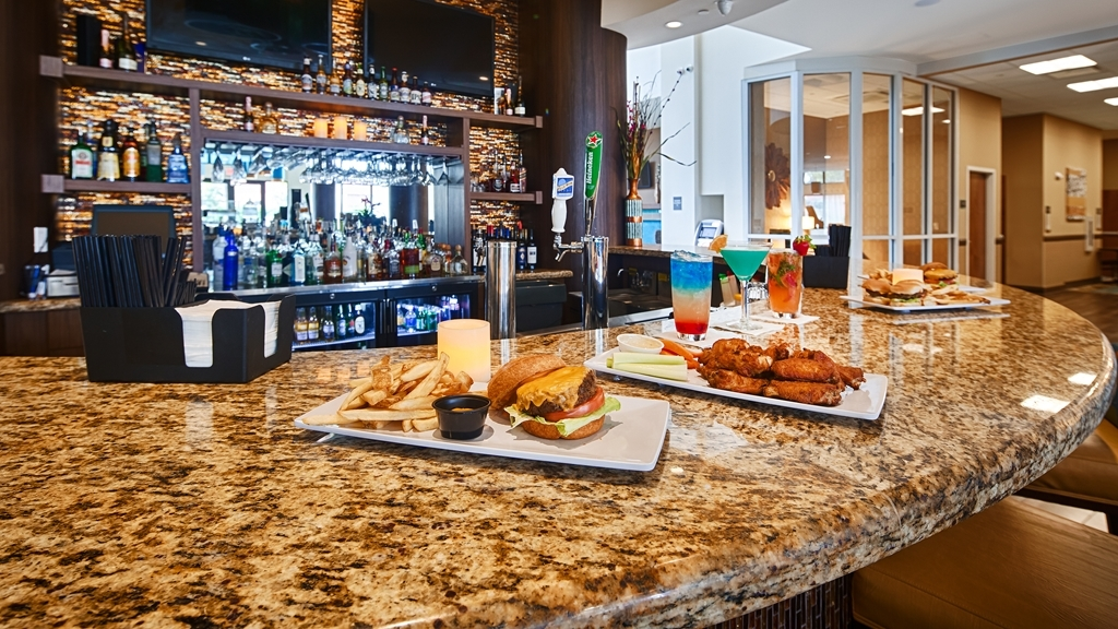 Best Western Plus Miami Executive Airport Hotel & Suites - Bar/Salón