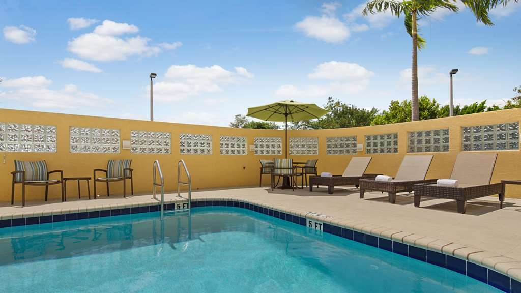 Best Western Plus Miami Executive Airport Hotel & Suites - Vista de la piscina