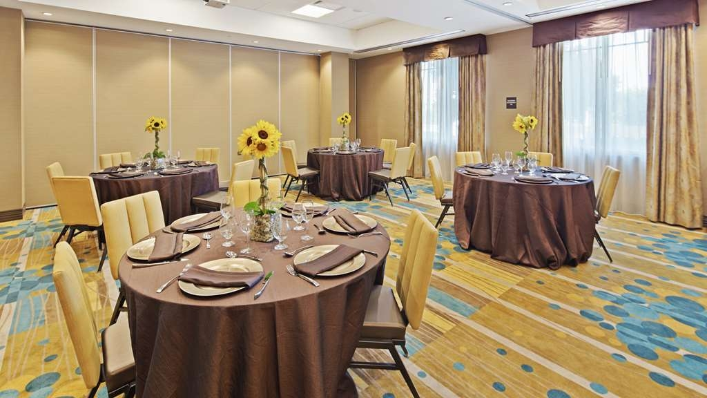 Best Western Plus Miami Executive Airport Hotel & Suites - buffet